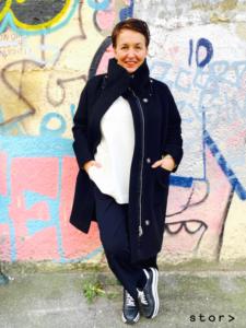 Schwarze stylische Wollmäntel in großen Größen finden sie bei stor> in Wien.