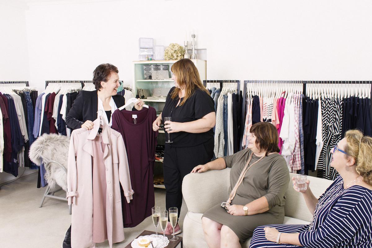 Die Private Shopping Lounge ermöglicht ungestörten Einkaufsgenuss für Frauen mit Plus Size in Wien.