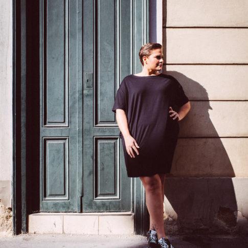 Ausgefallene Mode für mollige Damen finden sie bei stor> Wien. Die eigene Kollektion stor> gabriele wally ist modern und jung.