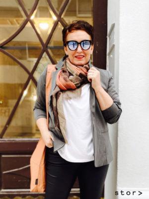 Herbstlicher Look: Schicke Plus Size Mode für Frauen in Wien.
