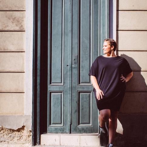 Junge Mode in großen Größen gibt es bei stor in Wien. Coole Outfits in Übergrößen made in Austria.