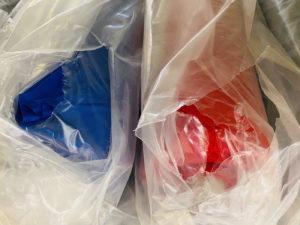 Royalblau und ein kräftiges rot sind die Saisonfarben unserer plus size Kollektion im stor> ihren große Größen Geschäft in Wien.