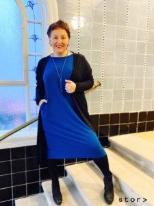 Strickcardigan mit Jerseykleid in Größe 44 von stor> in Wien.