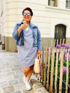 Coole Outfits und Mode in Übergröße gibt es bei stor> in Wien Josefstadt.