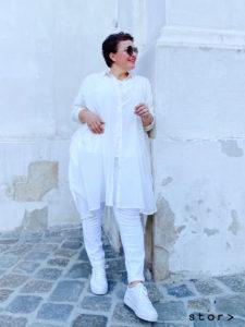 Coole Sommeroutfits in großen Größen finden sie bei stor> in Wien.