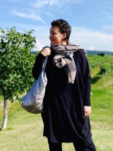 Pulloverkleid in schwarz in großen Größen in Wien bei stor>.