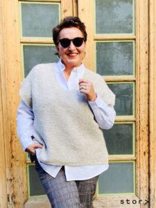 Ärmelloser Pullover in modischer Oversize Schnittführung in der Farbe desert von stor>.